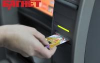Чиповые банковские карты экономически более выгодны, чем магнитные, - эксперт