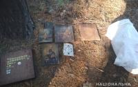 В Чугуеве местный житель украл из храма девять иконе