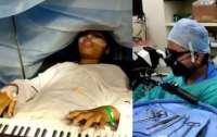 9-летняя девочка во время операции играла на пианино (видео)