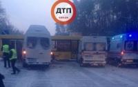 Под Киевом в аварию попал автобус с детьми