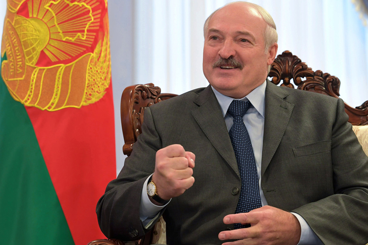 Лукашенко приказал увольнять учителей