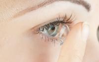 У женщины в глазу нашли сразу 27 линз