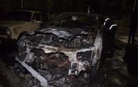На Русановке в Киеве подожгли автомобиль переселенца (видео)