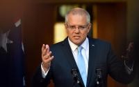 Активистка бросила яйцо в голову премьер-министра Австралии