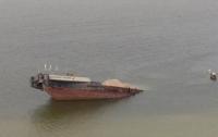 В Каховском водохранилище утонула баржа с нефтепродуктами