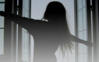 В Мариуполе одиннадцатиклассница выбросилась из