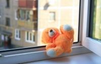 Во Львове из окна офисного помещения выпал малыш