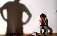 Под Запорожье мужчина развращал четырехлетнюю девочку