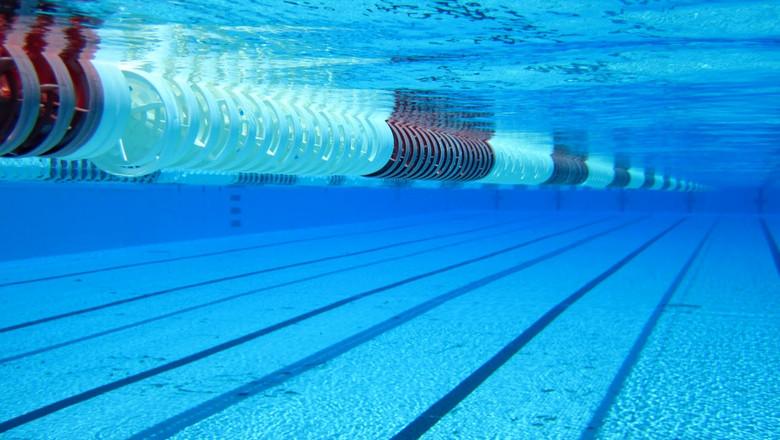 Упала в бассейн без воды: в Херсоне произошло ЧП