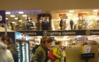 Королевская невестка пошла покупать подарки в магазин для бедных (фото)