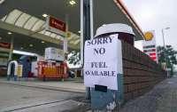 Британия задействует армейские грузовики для доставки топлива на заправки