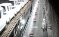 Мужчина погиб, пытаясь предупредить других водителей об аварии (видео)