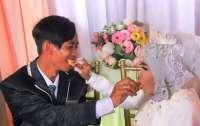 Женщина в 64 года вышла замуж за сына