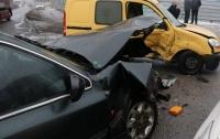 ДТП в Днепре: на перекрестке столкнулись Ford и Renault с младенцем