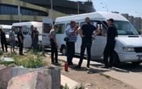 Неизвестные пытались взорвать несколько столичных маршруток (видео)