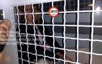 Пьяное ЧП в Гостомеле: при оформлении ДТП, пассажирка набросилась на полисмена