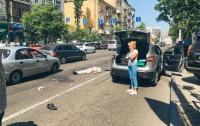 В Киеве пожилой мужчина попал под колеса автомобиля