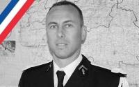 Во Франции умер полицейский, обменявший себя на заложника террориста
