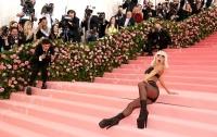 Леди Гага разделась на Met Gala в Нью-Йорке