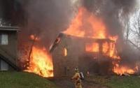 В США самолет врезался в жилой дом (ВИДЕО)