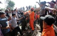 Количество жертв землетрясения в Индонезии возросло до 102