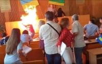 Бизнесмен поджег себя на глазах у депутатов (видео)