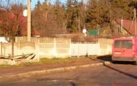 Авто снесло остановку в Житомире: среди пострадавших - ребенок