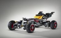 Из кубиков Lego собрали Бэтмобиль в натуральную величину
