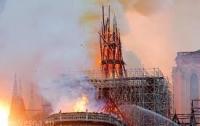 Парижане опасаются, что сгоревший собор просто упадет им на головы (видео)