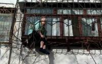 В Киеве спасли бабушку, застрявшую в оконной решетке