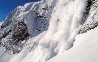 ГСЧС предупреждает о значительной лавинной опасности в Карпатах