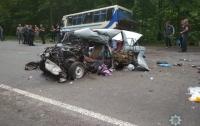 Смертельное ДТП на Закарпатье: столкнулись автобус и легковушка
