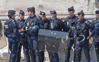 Во Франции перепишут скандальный закон о фото с полицейскими