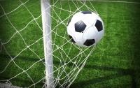 Английская футболистка забила мяч в ворота с центра поля
