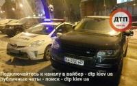 ЧП в Киеве: водитель Range Rover побил американца, за съемку его наглой парковки