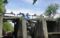 В Тернопольской области под грузовиком рухнул мост