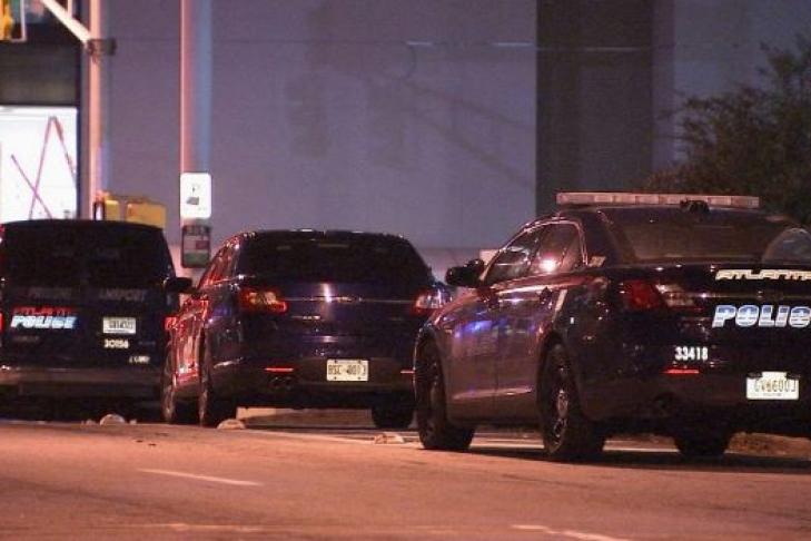 В США неизвестный устроил стрельбу в ночном клубе, два человека погибли