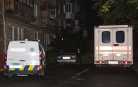 Жители Киева в палисаднике жилого дома нашли труп мужчины