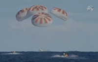 Космический корабль Crew Dragon приводнился в Атлантическом океане (ВИДЕО)