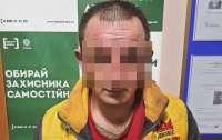 Пьяный мужчина избил и облил химвеществом семью
