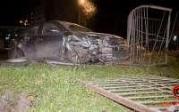 ДТП в Днепре: Пьяный водитель Geely врезался в Daewoo и свалил забор