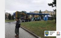 Во Львове исполнительная служба сносит АЗС