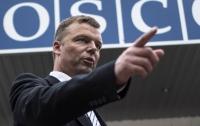 Конфликт на Донбассе можно решить не военным путем, - Хуг