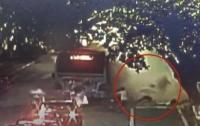 В Китае 15 человек пострадали при взрыве автобуса (видео)