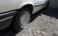 Во Франции за одну ночь порезали шины 200 автомобилей
