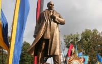 В Украине установлено почти 20 монументов Бандере