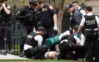 Мужчина поджег себя перед зданием Белого дома в Вашингтоне