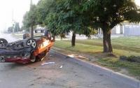 В Харькове водитель опрокинулся в ДТП, вылез из авто и убежал