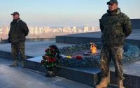 Вечный огонь в Киеве начали охранять
