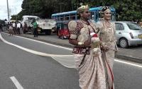 Невесте грозит тюрьма за слишком длинное свадебное платье